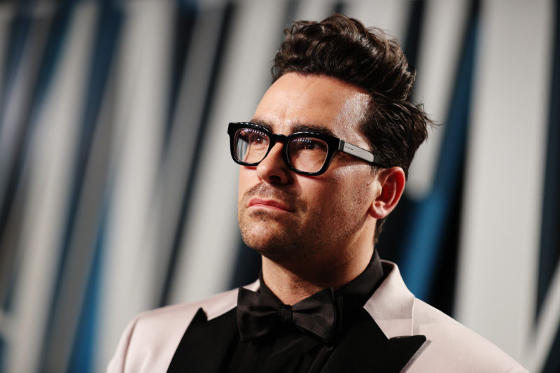 Dan Levy's Tux at the Oscars Afterparty Had a Hidden Message From a Canadian Poet